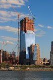 在多云天空的摩天大楼constraction 免版税图库摄影