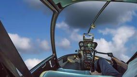 在多云天空的直升机 股票录像