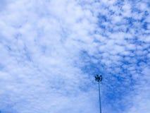 在多云蓝天的聚光灯 库存图片