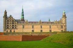 在多云11月下午的古老城堡克伦堡 Helsinger,丹麦 免版税库存照片