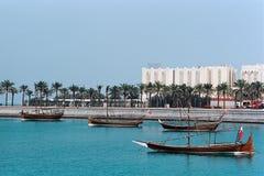 在多哈显示的传统小船卡塔尔 免版税库存图片