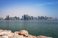 在多哈的金融中心的看法从西湾的 免版税图库摄影