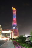 在多哈,卡塔尔亦称向往塔火炬旅馆在晚上 免版税图库摄影
