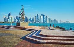 在多哈,卡塔尔散步的现代艺术  库存照片
