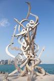 在多哈Corniche的书法雕塑  免版税库存图片