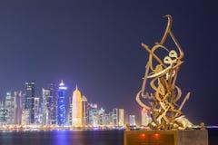 在多哈Corniche的书法雕塑  库存照片