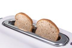 在多士炉烘烤的嘎吱咬嚼的油煎方型小面包片 库存图片