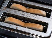 在多士炉的多士面包 免版税库存照片