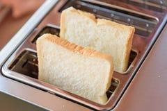 在多士炉的面包 库存图片
