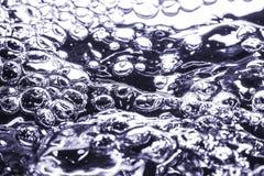 在多彩多姿水的宏指令的气泡 库存图片