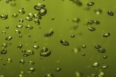 在多彩多姿水的宏指令的气泡 库存照片