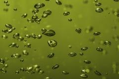 在多彩多姿水的宏指令的气泡 图库摄影