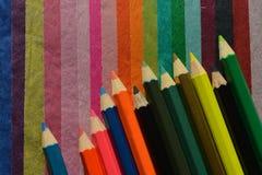在多彩多姿的薄纸背景的颜色铅笔 库存图片