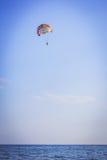 在多彩多姿的降伞的飞将军飞行 免版税库存图片
