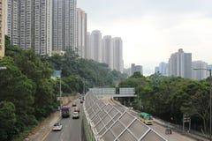 在多条车道高速公路的交通 库存图片