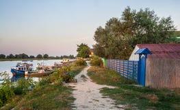 在多瑙河三角洲的村庄街道,米拉23,罗马尼亚 库存图片