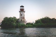 在多瑙河三角洲的老灯塔在黑色附近看见 库存照片