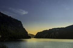 在多瑙河峡谷的日出 免版税库存照片
