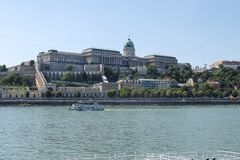 在多瑙河市budapestbudapest,河,多瑙河,城市,水,建筑学,旅行,看法,欧洲,天空,都市风景,地平线的看法 库存图片