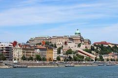 在多瑙河布达佩斯的皇家城堡 免版税库存照片