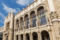 在多瑙河散步的Vigado音乐堂门面在布达佩斯,匈牙利 库存照片