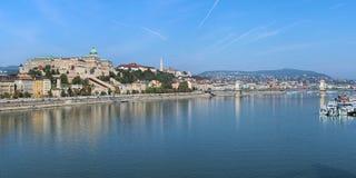 在多瑙河的全景从Elisabeth桥梁在布达佩斯,匈牙利 免版税库存照片