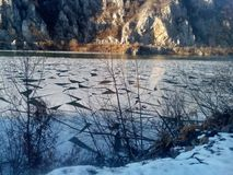 在多瑙河的冰在Djerdap峡谷 免版税库存图片