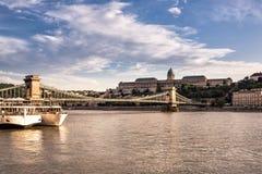 在多瑙河的匈牙利地标 图库摄影