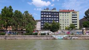 在多瑙河的城市视图 免版税图库摄影