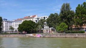 在多瑙河的城市视图 库存图片