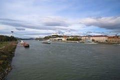 在多瑙河的小船 免版税库存照片
