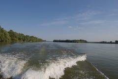 在多瑙河的小船 免版税库存图片