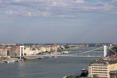 在多瑙河的布达佩斯桥梁 免版税库存照片