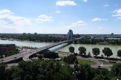 在多瑙河的新的桥梁Slovakias首都的布拉索夫 免版税库存图片