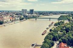 在多瑙河的桥梁在布拉索夫市,斯洛伐克, retr 免版税库存图片