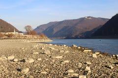 在多瑙河的河沿在冬天,奥地利 库存图片