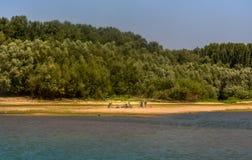 在多瑙河的海滩的Bycicles,罗马尼亚 库存图片