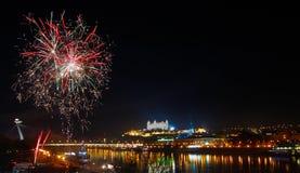 在多瑙河的烟花 图库摄影