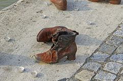 在多瑙河的犹太鞋子战争纪念建筑 库存图片