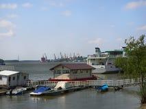 在多瑙河的看法在布勒伊拉,罗马尼亚 库存照片