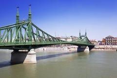 在多瑙河的自由桥梁在布达佩斯 免版税库存图片