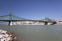 在多瑙河的自由桥梁在布达佩斯 库存图片