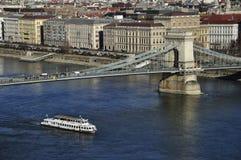 在多瑙河的铁锁式桥梁 免版税图库摄影