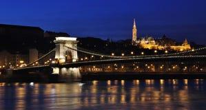 在多瑙河的铁锁式桥梁 免版税库存照片