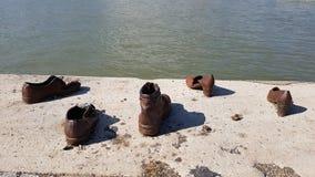 在多瑙河的鞋子在布达佩斯 库存照片