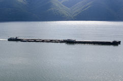 在多瑙河的驳船 免版税库存照片