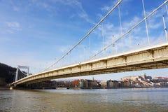 在多瑙河的Elisabeth桥梁在布达佩斯,匈牙利,欧洲 免版税库存图片