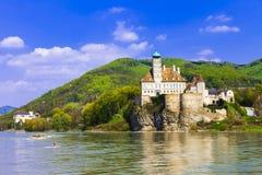 在多瑙河的Schonbuhel城堡 免版税库存图片