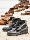 在多瑙河银行的鞋子是一份纪念品在布达佩斯,匈牙利 免版税库存照片