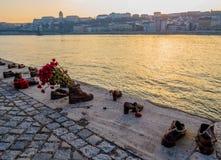 在多瑙河银行,布达佩斯的鞋子 免版税库存图片